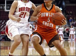 Bowling Green's Tracy Pontius tries to drive to the basket on Ohio State's Samantha Prahalis. Pontius led the Falcons with 18 points. Prahalis had 16 points for the Buckeyes.