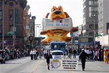 Toledo-parade-kicks-off-holidays-2