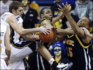Toledo's Jake Barnett, left, fights for a rebound w