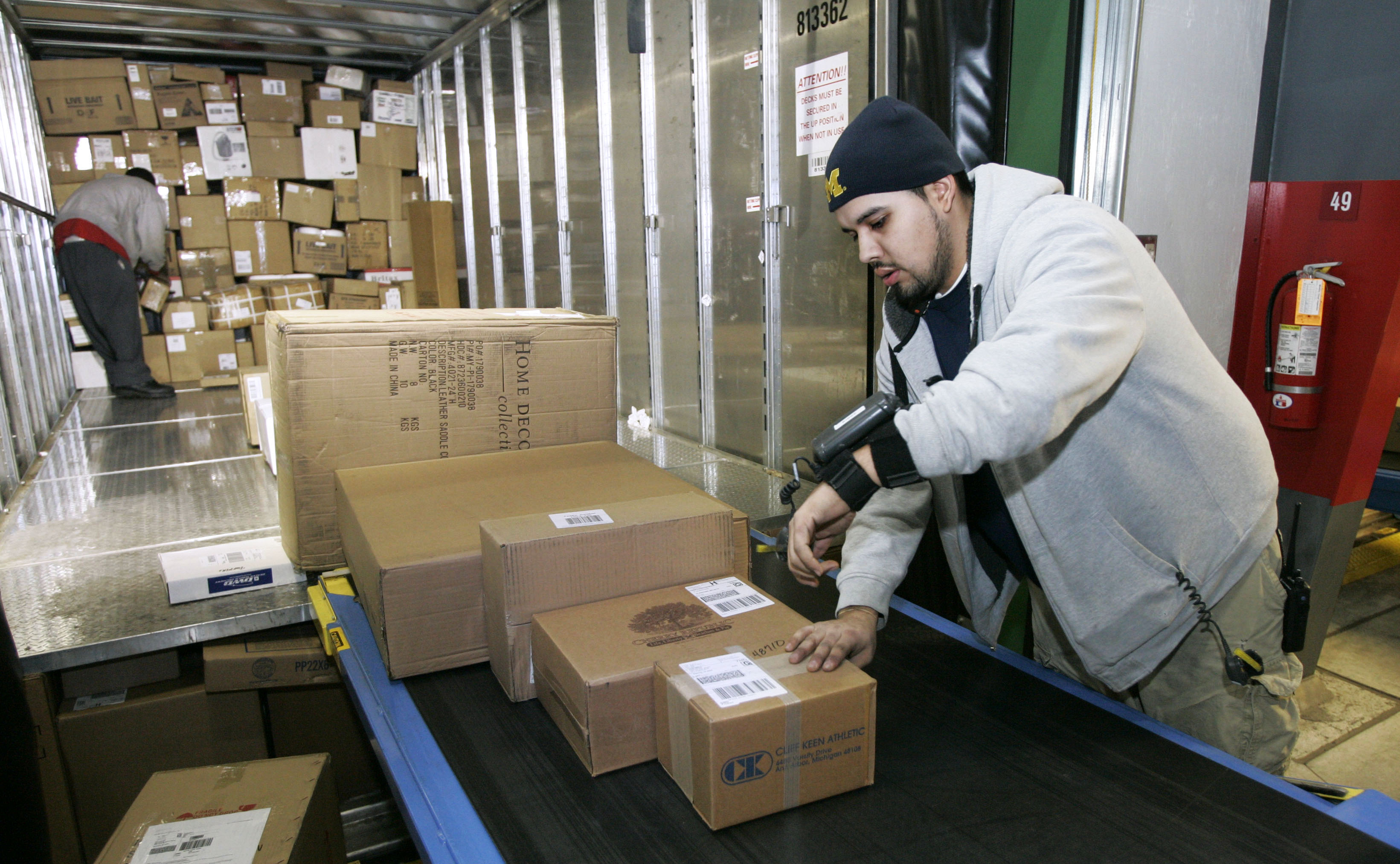 Jobs In Trucks >> Delivering the holidays: FedEx, UPS step up business - The ...