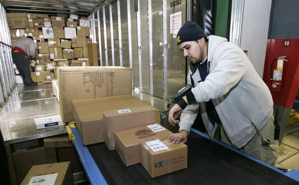 Delivering-the-holidays-FedEx-UPS-step-up-business-3