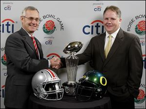 Ohio State Jim Tressel, left, and Oregon coach Chip Kelly have their teams ready to meet in today's 96th Rose Bowl.