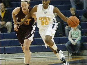 Toledo's Tanika Mays fends off Central Michigan's Kaihla Szunko on the way to the hoop yesterday. Mays has been recovering from the flu, but she still finished with 22 points and 13 rebounds.