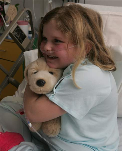 Cuddly-canines-are-big-hit-with-ailing-kids-at-Toledo-Hospital-2