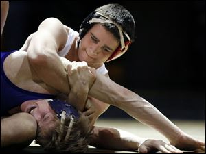 Oak Harbor's Alex Bergman posted a 1-0 victory over Garrett Manley in the 130-pound title