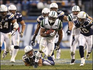 Jets running back Shonn Greene runs for a 53-yard touchdown in the fourth quarter yesterday.