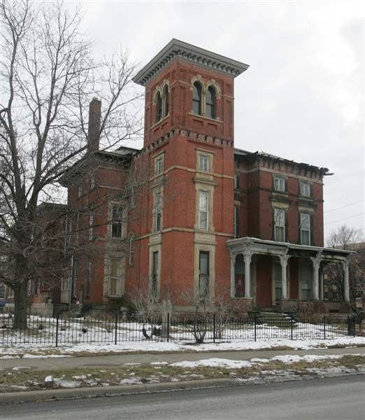 Cancer-patients-get-free-stay-at-Toledo-mansion-2