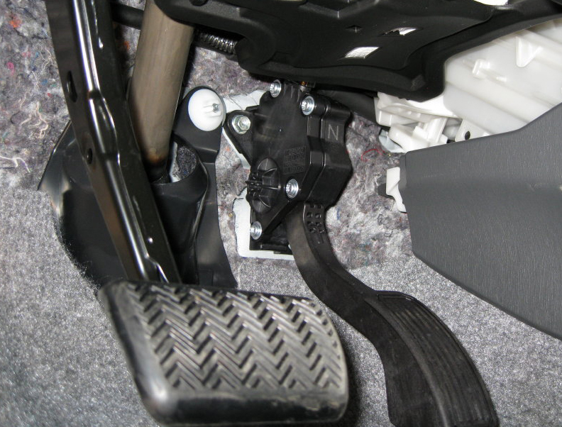 Toyota Gas Pedal Recall Reaches Europe China The Blade