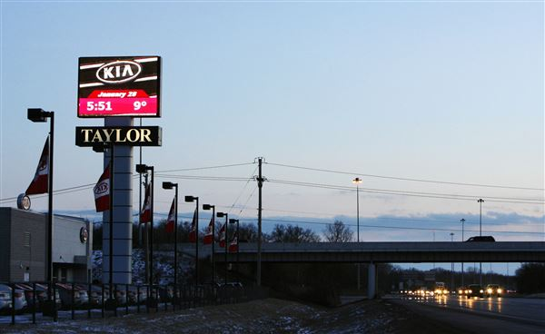 Sylvania Township auto dealer to alter sign - The Blade