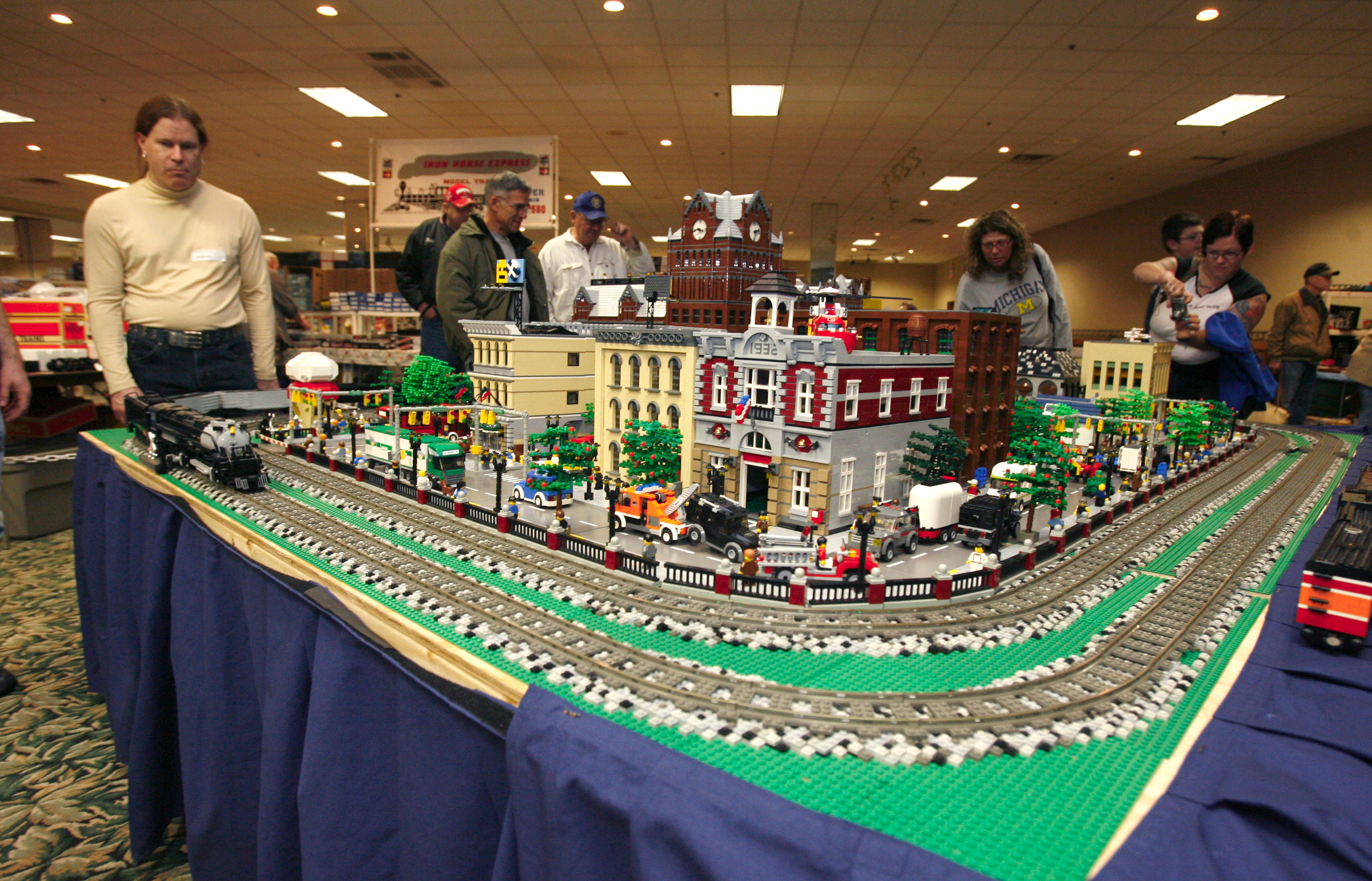 Lego layout tops in blocks at 'Greater Toledo Train & Toy ...