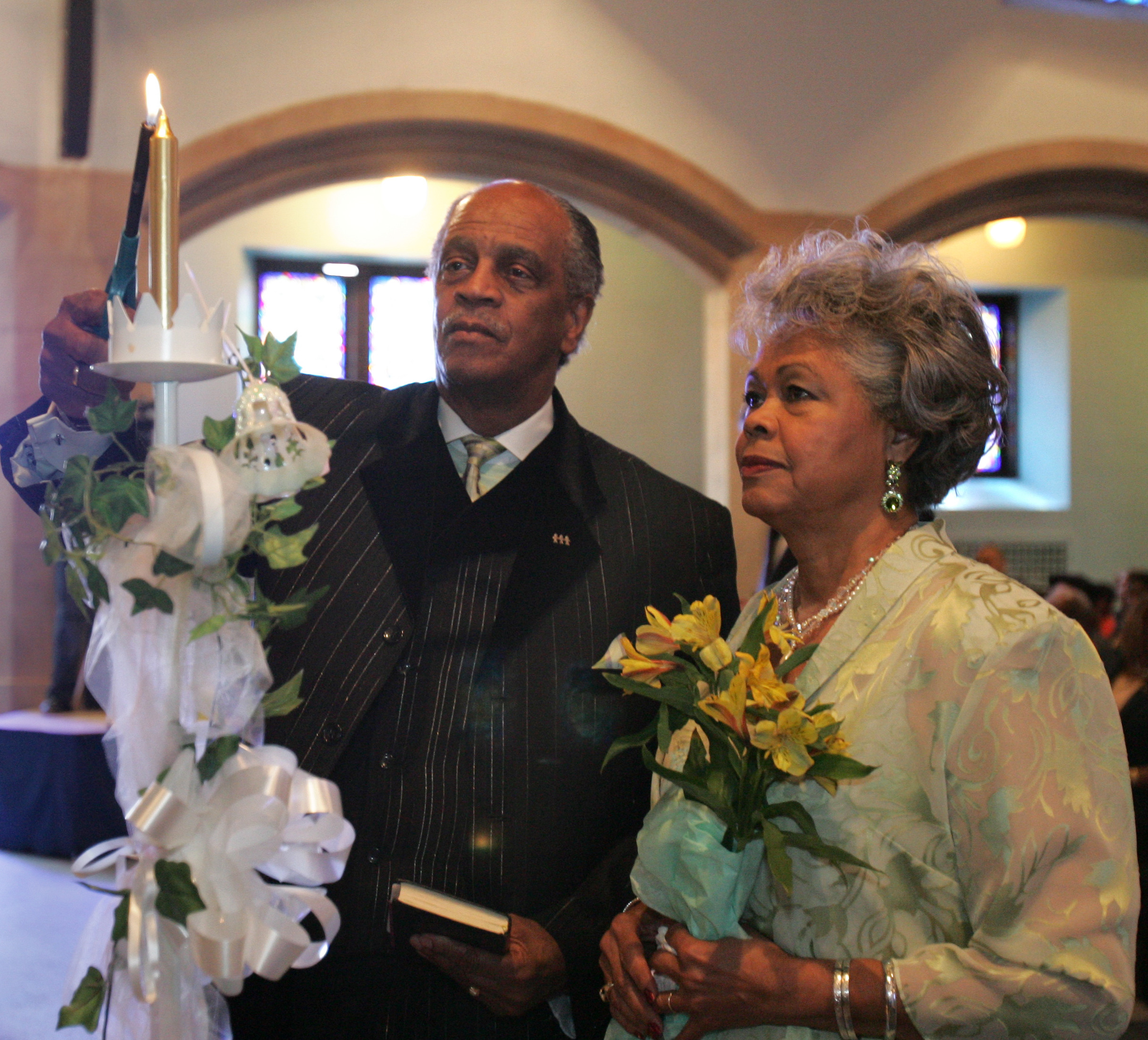 Wedding Witness Gifts: 29 Couples Renew Vows, Bear Witness To Marriage