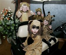 On-the-Town-Hospital-supporters-go-on-a-8216-safari-to-help-kids