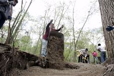 Volunteers-build-a-trail-in-Swan-Creek-Metropark-3