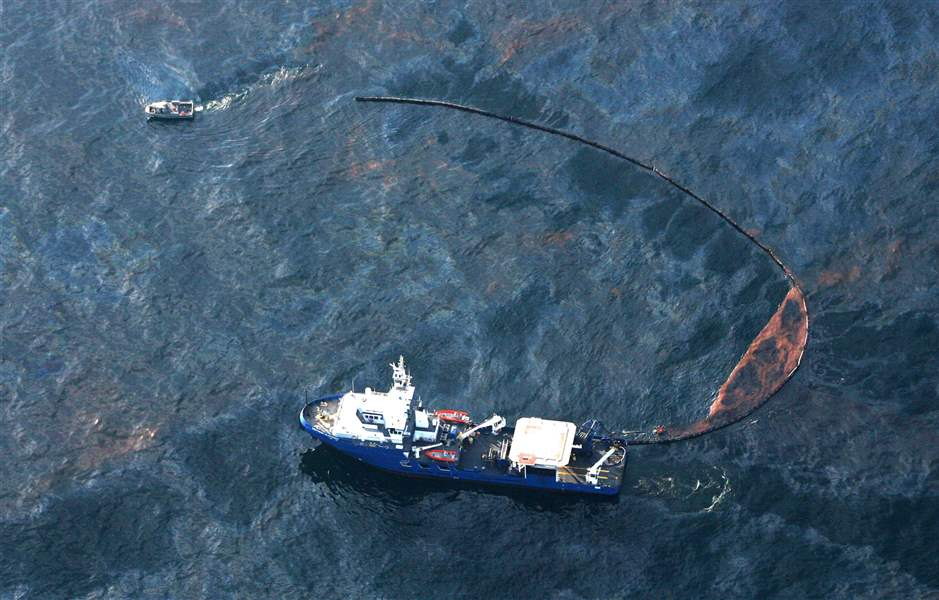 Gulf-oil-spill-starts-oozing-ashore-mess-could-eclipse-Exxon-Valdez-2