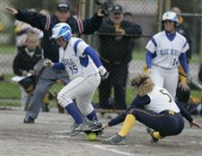 Springfield-edges-Notre-Dame-in-softball