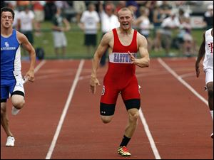 Eastwood's Cody Seifert, center, finishes third in the 200-meter dash in Columbus.