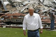 Devastated-residents-work-to-aid-neighbors-after-tornadoes-3
