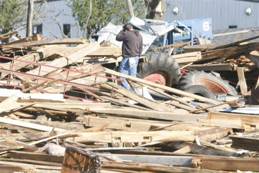 Devastated-residents-work-to-aid-neighbors-after-tornadoes