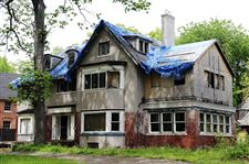 Detroit-razes-empty-house-once-owned-by-Romneys-2