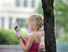 Summer-reading-in-downtown-Toledo