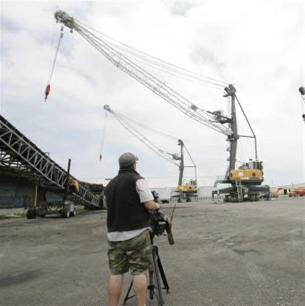 Cargo-cranes-Muddy-Spike-make-port-debut