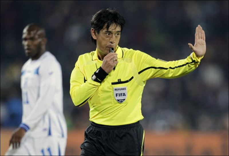 disadvantages of being professional football referee For the span of its existence, the sport of football has had a love-hate relationship  with with the public it can be a dangerous game, requiring.