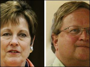 Francine Lawrence, left, president of the teachers union and Toledo school Superintendent John Foley, right.