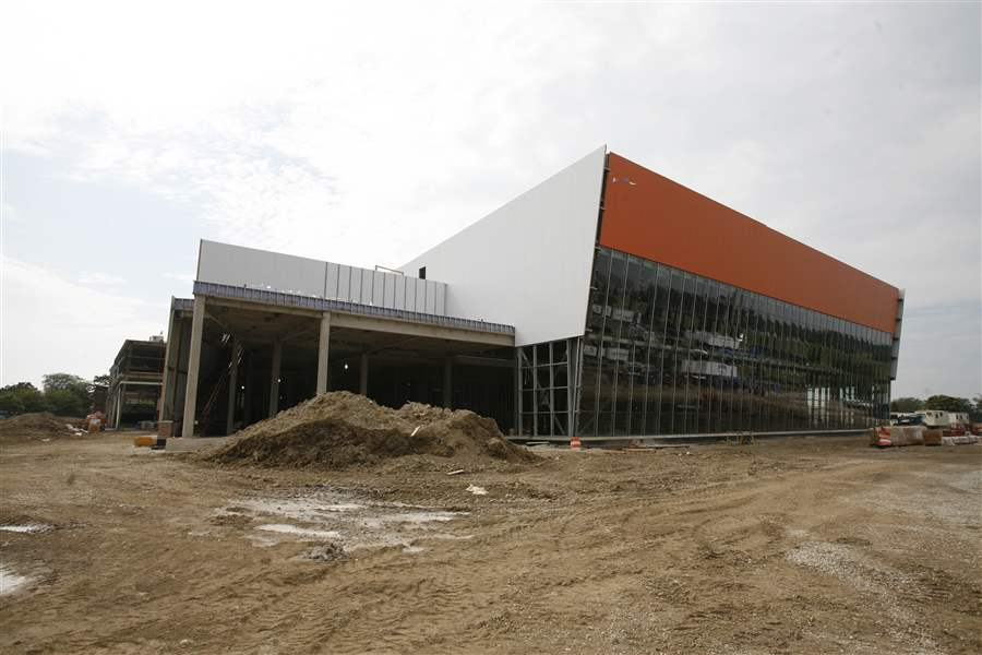A-BGSU-jewel-Stroh-Center-on-pace-for-completion-in-2011