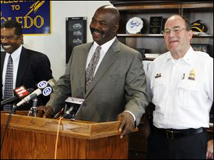 Lt. William Moton, left, Mayor Mike Bell,