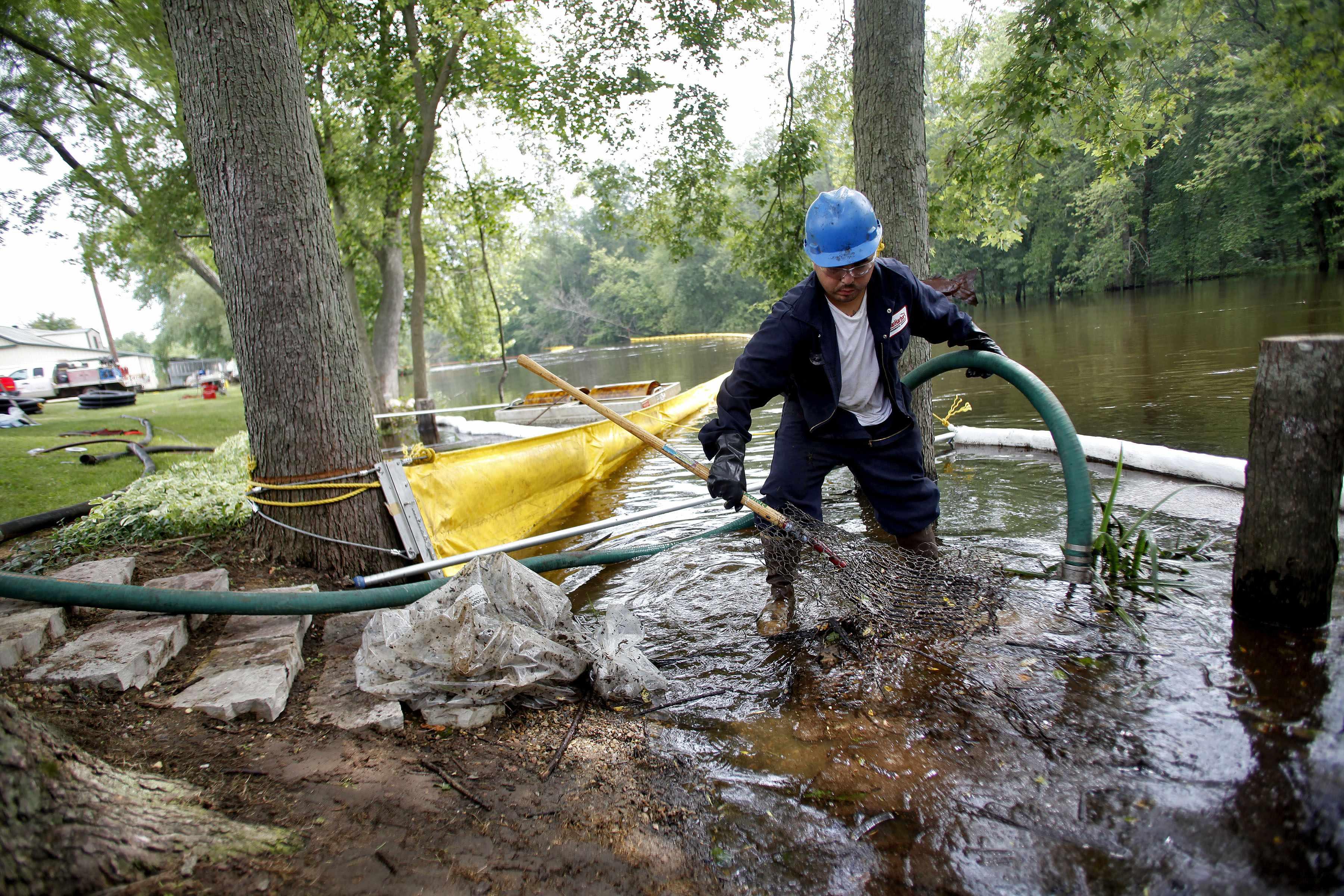 Michigan Oil Leak Gov T Warned Company About Oil Pipeline
