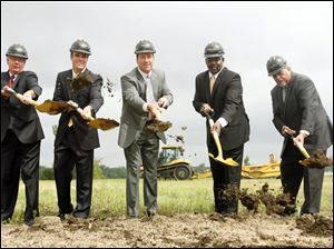 From left, Lucas County Commissioner Pete Gerken, Eric Schippers and Tim Wilmont of Penn National, Mayor Mike Bell and Deputy Mayor Steve Herwat break ground at the Miami Street site of the new Hollywood Casino.