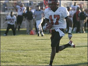 Rogers' Damond Powell scores one of his three  touchdowns against Anthony Wayne Friday night.<br>