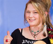 Homecoming-queen-Crystal-Bowersox-returns-with-American-Idol-Live