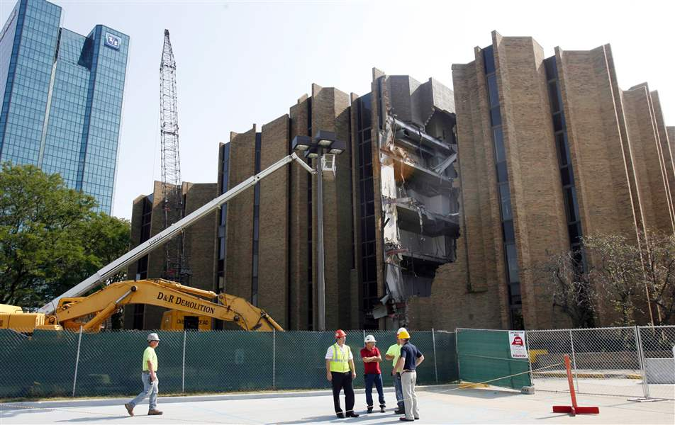 Demolition-continues-on-downtown-s-former-United-Way-building