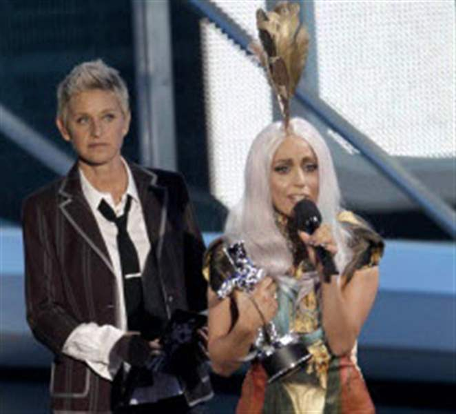 Emotional-Kanye-closes-Video-Music-Awards-Lady-Gaga-wins-8