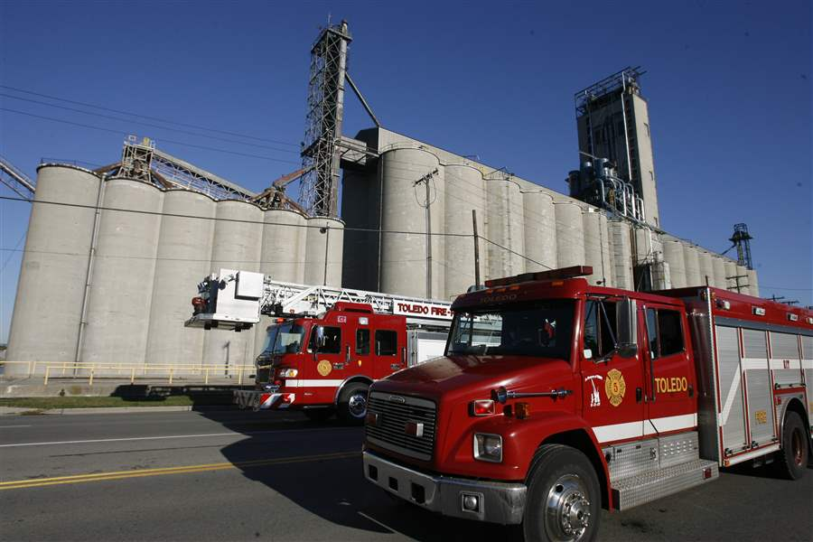 Grain-elevator-fire-prompts-evacuations-in-East-Toledo