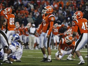 Bowling Green kicker Bryan Wright (81) watches as his potential game-winning40-yard field goal kick sails wide right on the final play of the game.