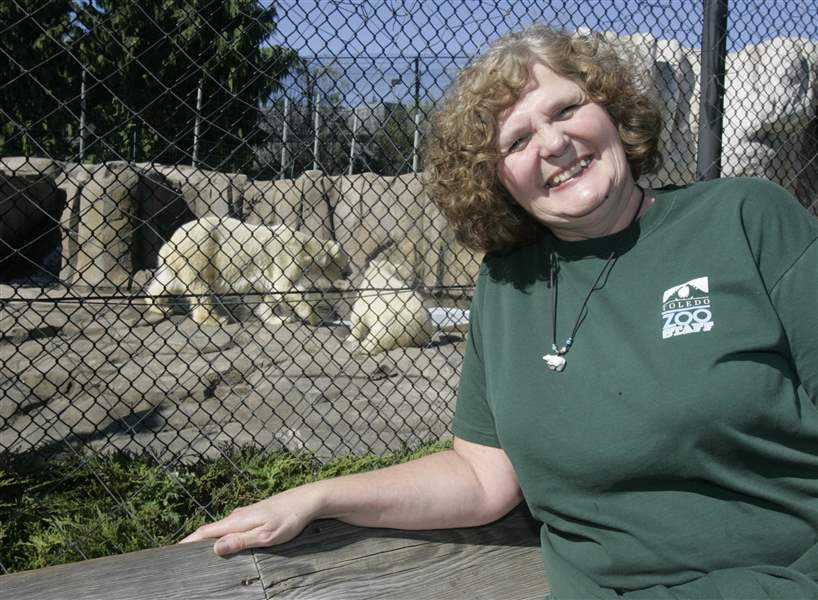 Toledo-zoo-official-at-polar-bear-capital