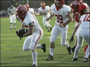 Bedford's Erik Jones slips into the end zone in the first quarter after pulling in a 20-yard scoring pass from Jared Kujawa.