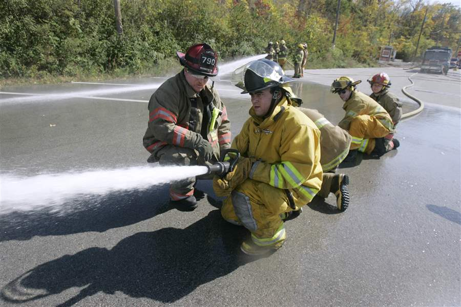 4-females-are-among-rookies-at-training-for-firefighter-certification