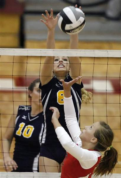 St-Ursula-Notre-Dame-will-meet-for-City-volleyball-title-2