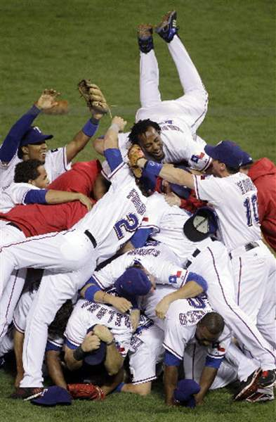Rangers-top-Yankees-for-1st-trip-to-World-Series