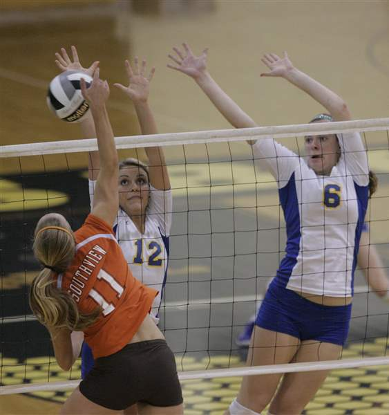 Central-rallies-to-set-up-final-with-St-Ursula-4