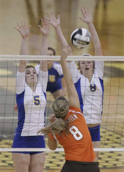 Central-rallies-to-set-up-final-with-St-Ursula-2
