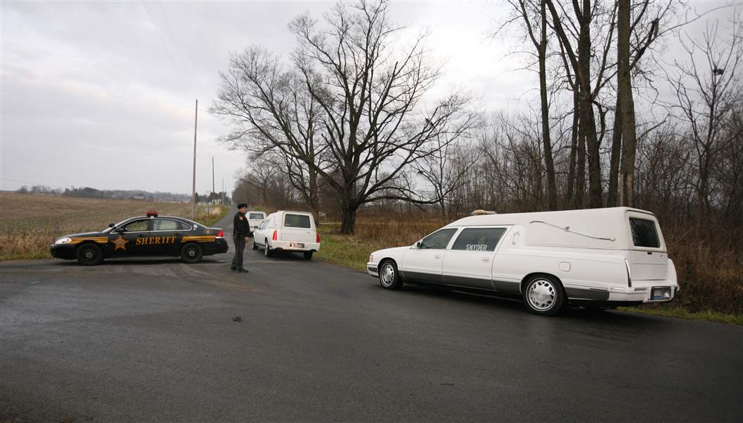 Bodies-of-3-missing-Ohioans-found-stuffed-in-hollow-tree