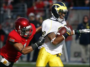 Michigan's Darryl Stonum tries to shake Ohio State's Devon Torrence. Stonum led Michigan with seven catches for 81 yards.
