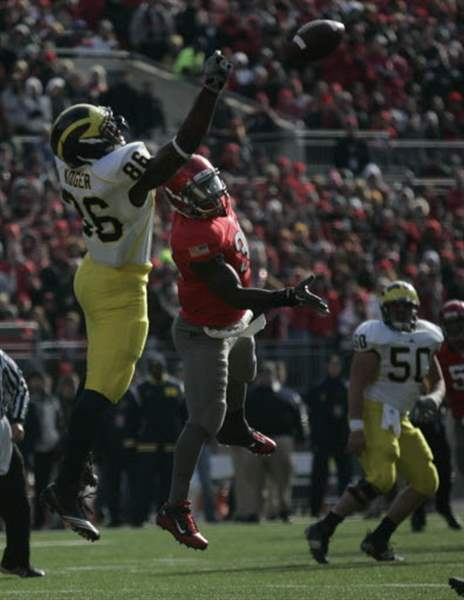 Ohio-State-continues-streak-against-Michigan-to-share-Big-Ten-title-4