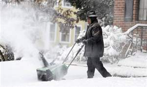 Toledo-area-stores-say-shoppers-got-jump-start-on-snow-removal-items
