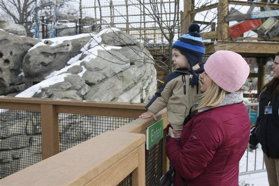 Visitors-enjoy-free-thank-you-day-at-Toledo-Zoo-2