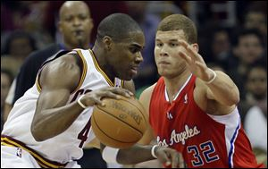 Antawn Jamison moves to the basket against Blake Griffin. Jamison led the Cavs with 35 points. Griffin led the Clippers with 32.